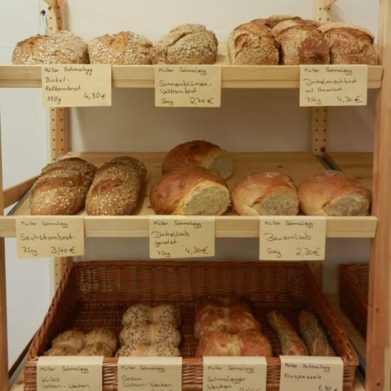 Hinter unserer Theke finden Sie schmackhafte Brote ...