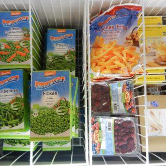 Neben Gemüse bieten wir auch die beliebten Pommes an.