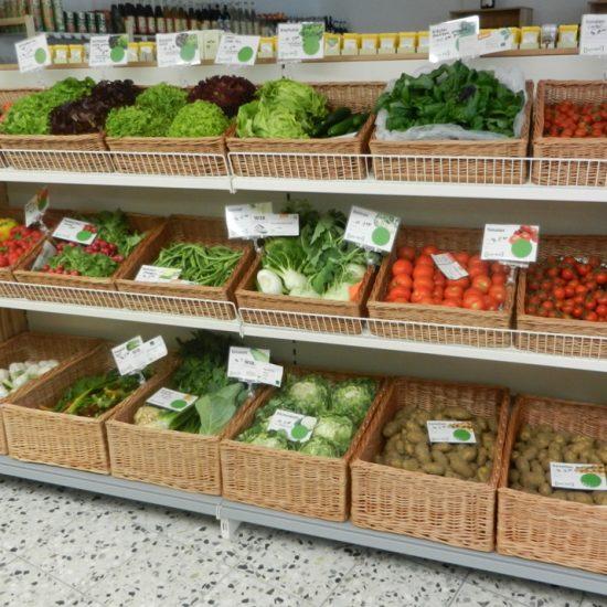 Umfangreiches Angebot an Obst und Gemüse