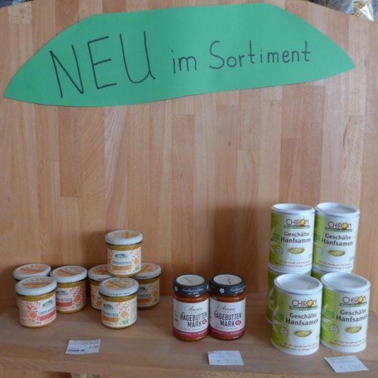 Neu aufgenommen haben wir Hanfsamen, Linsenaufstrich und Hagebuttenmark