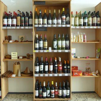 Edler, köstlicher Wein und zusammen mit künstlerischeren Produkten
